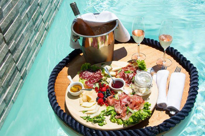 piscina-tavolino-galleggiante